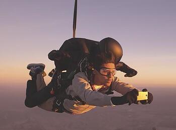 htc photo shoot phone sky diving