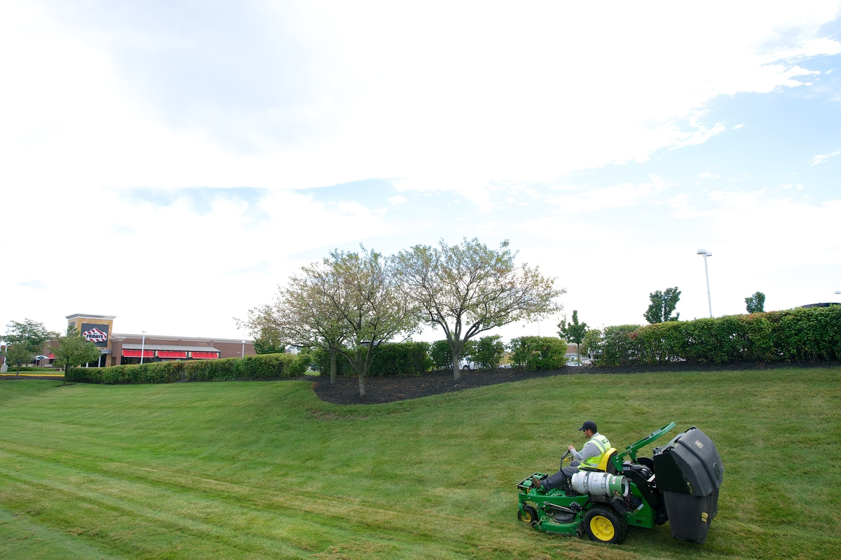 How to Get Commercial Lawn Accounts and Landscaping Contracts
