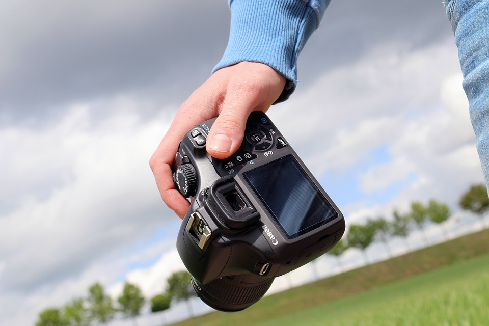 Tips, costs, and hacks to great landscaping photography in your marketing plan.
